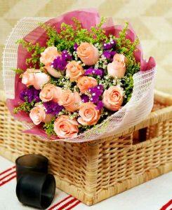 Regalar flores y chocolates en felicitaciones de cumpleaños